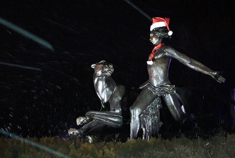 """В Николаеве неизвестные """"раздели"""" памятник Маугли возле зоопарка – горожан просят опознать злоумышленников"""