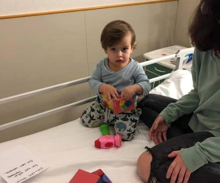 У маленького Миши обнаружили опухоль. Мальчику можно помочь, купив работы николаевского фотографа, которые выставлялись в Париже