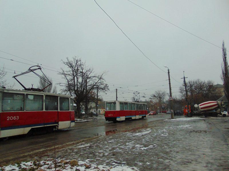 Авария двух легковушек на 17 минут заблокировала движение трамваев в Николаеве