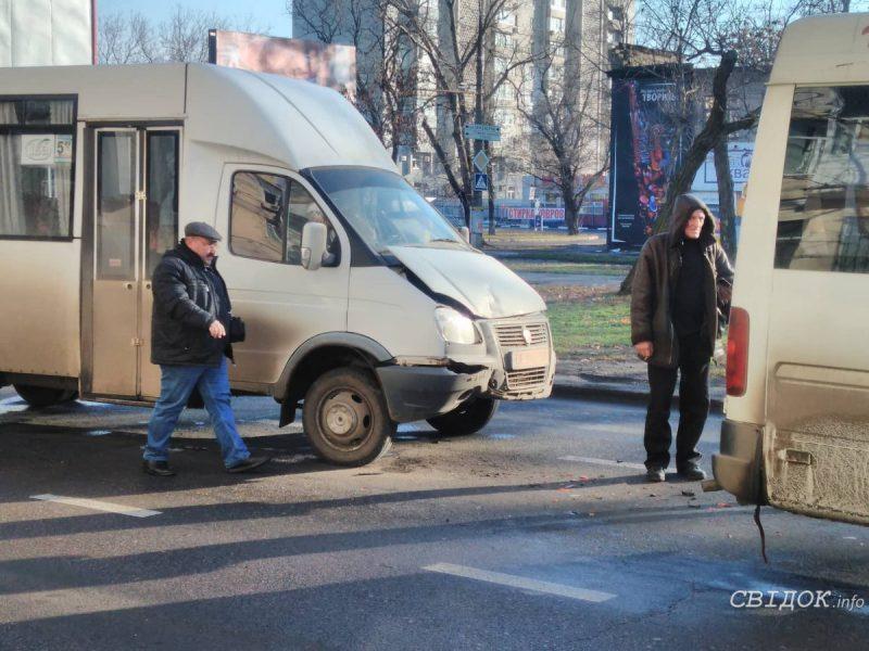 В центре Николаева авария с двумя маршрутками
