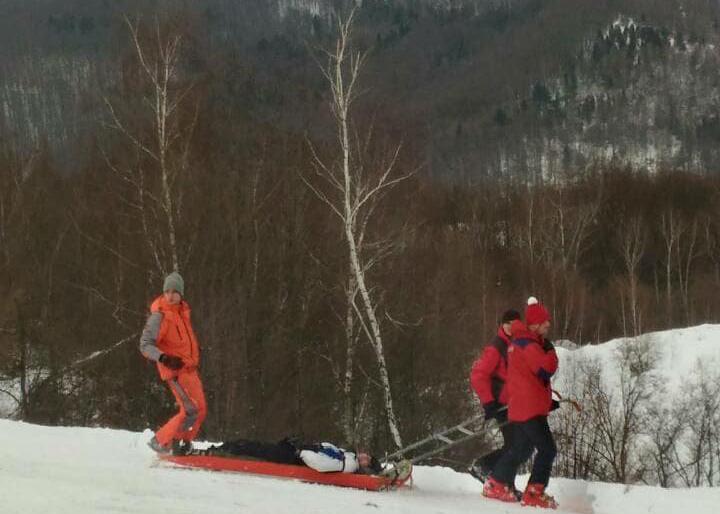 Турист из Николаева травмировал голову на лыжной трассе в Карпатах