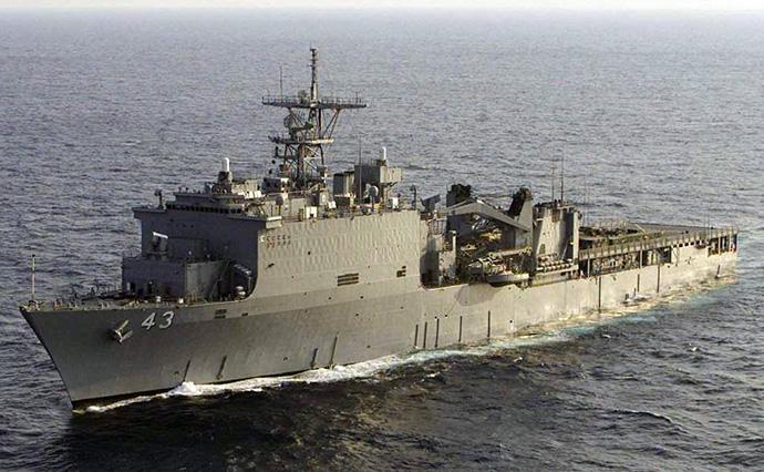 Американский десантный корабль USS FortMcHenry вошел в Черное море