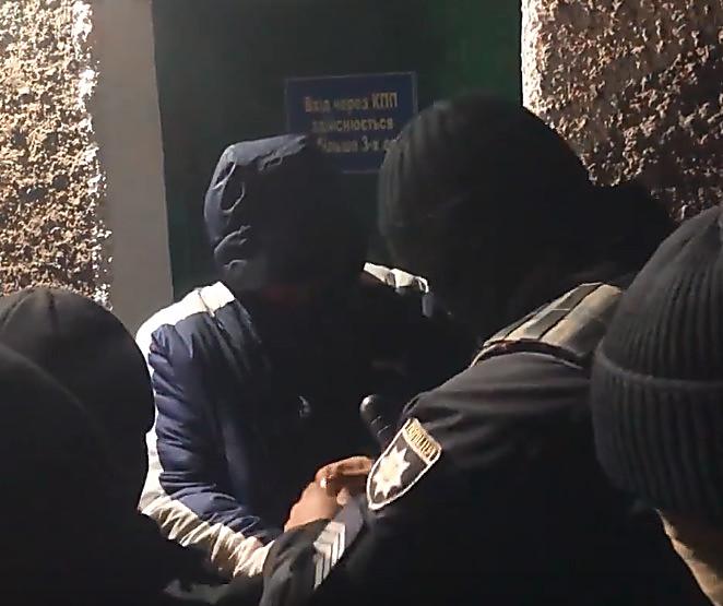 За обвиняемого в убийстве экс-начальника Николаевской таможни внесли залог, но полиция тут же задержала его снова