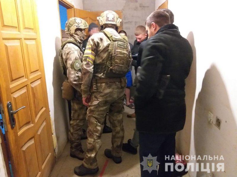 В Николаеве спецназ задержал подозреваемых в нападении на зал игровых автоматов