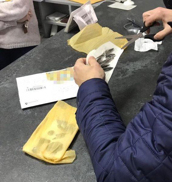 В Херсоне задержали контрабандиста: отправлял в РФ коллекцию предметов старины