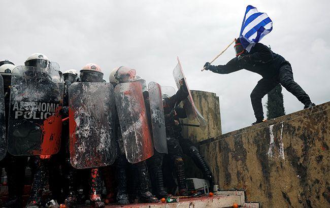 В Греции многотысячные протесты против договора с Македонией. Ранены 10 полицейских