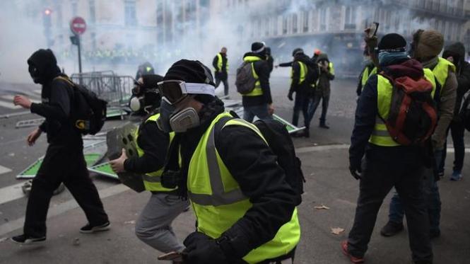 """В Париже """"желтые жилеты"""" отмечают День взятия Бастилии: арестовано 152 человека"""
