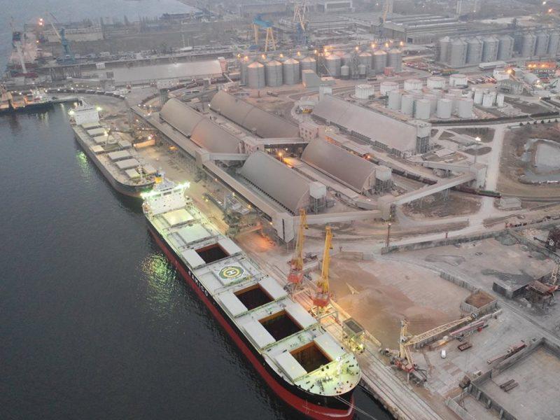Терминал  НИКА-ТЕРА впервые  одновременно обработал два судна типа Panamax