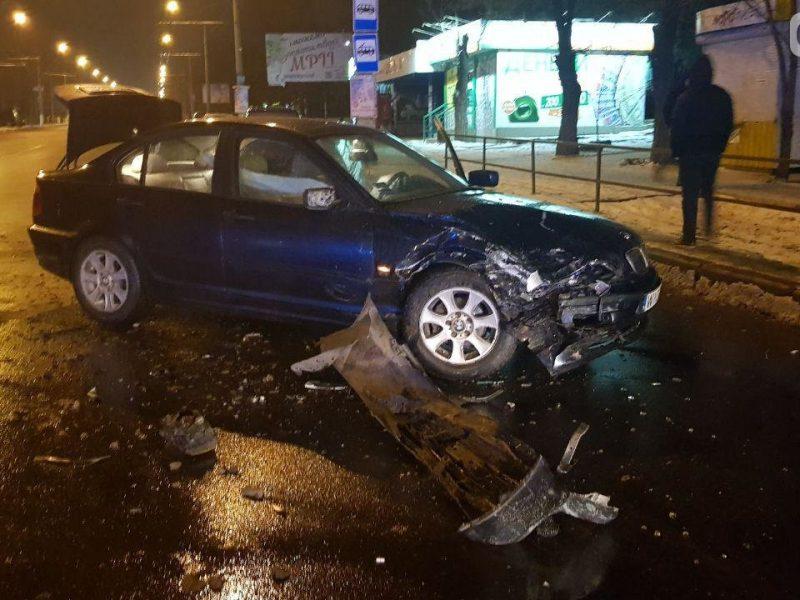 В Николаеве пьяный водитель Mitsubishi врезался на «встречке» в BMW – пострадал ребенок
