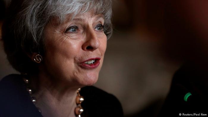 """""""Третьего шанса не будет"""". Мэй и Юнкер меняют условия Brexit"""