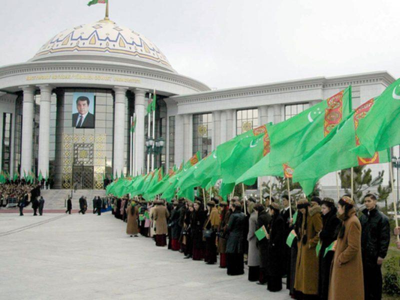 Туркменским студентам под расписку запретили веселиться