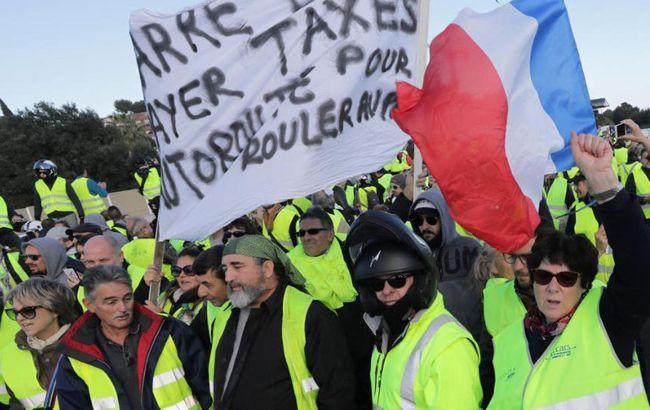 """""""Желтым жилетам"""" запретили протестовать у Собора Парижской богоматери"""
