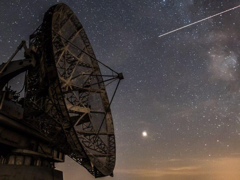 Япония запустила на орбиту спутник для создания искусственных звездопадов.