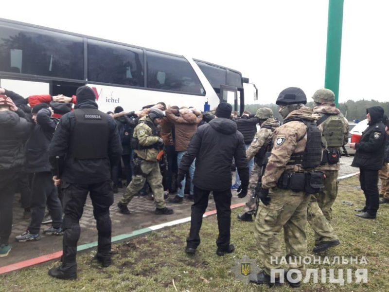 Из Киева в Одессу направлялись автобусы с вооруженными людьми