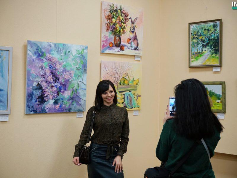 В ожидании весны девять николаевских художников подарили горожанам одноименную выставку