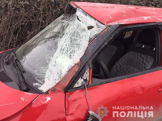 Открытый люк стал причиной аварии в Николаеве. Пострадали водитель и двое несовершеннолетних