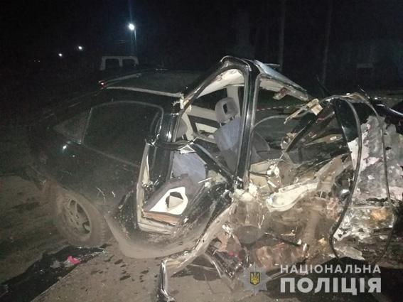 """На Николаевщине """"Опель"""" влетел в дерево: водитель погиб, пассажирка в больнице"""