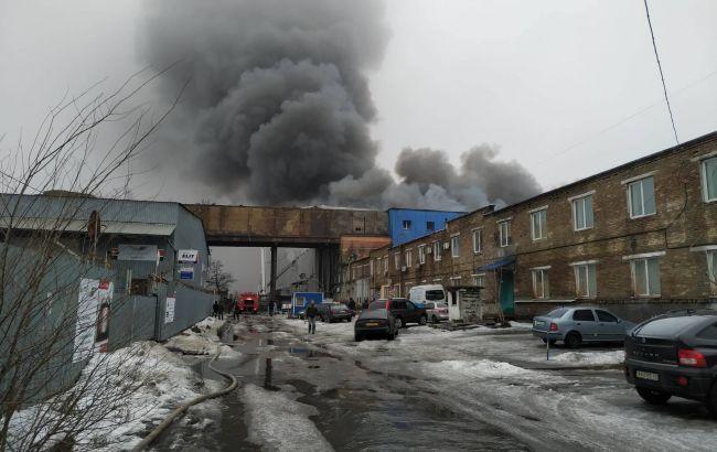 Пожар на складах в Киеве: огонь охватил 10 тыс. кв. м.