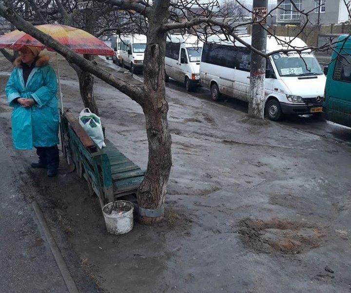 В Николаеве управление транспорта проверило конечные остановки 16 маршруток. И осталось недовольно