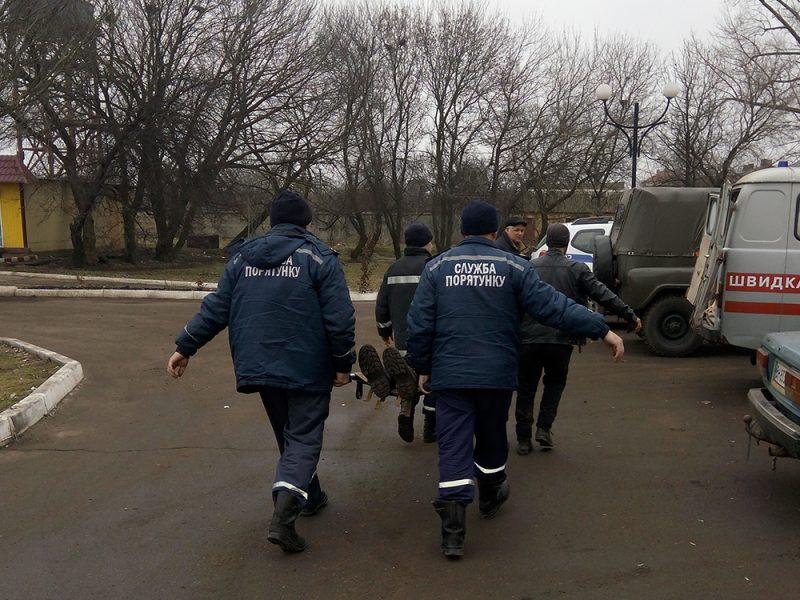 На Николаевщине мужчину достали из выгребной ямы