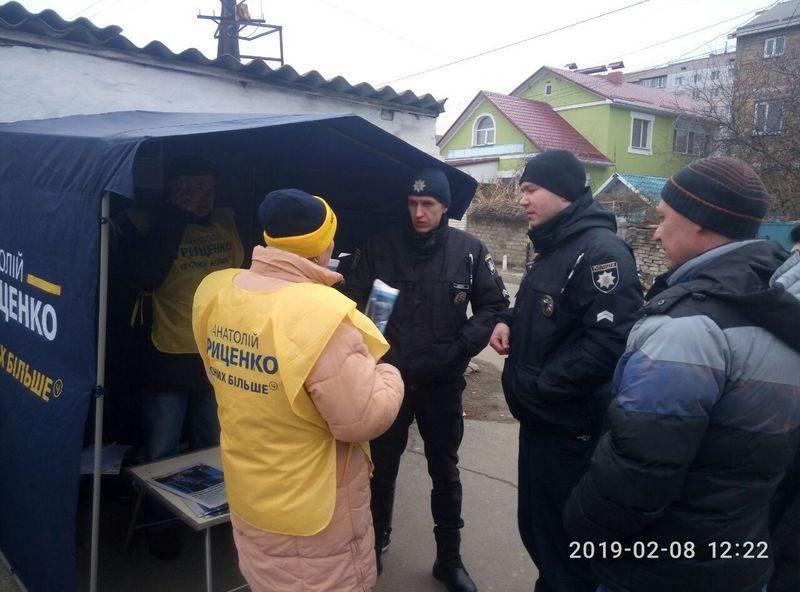 В Николаеве напали на палатку кандидата в президенты Гриценко