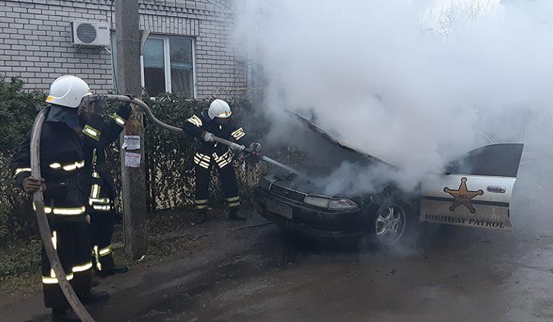 Вечером и утром в Николаеве горели две легковушки