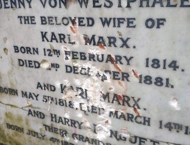 В Лондоне осквернили могилу Карла Маркса