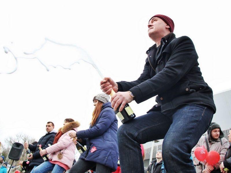 В День Святого Валентина в Одессе стреляли пробками от шампанского – установили новый рекорд