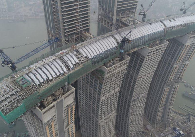 В Китае достраивают первый в мире горизонтальный небоскреб