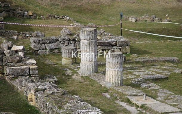 В Крыму обрушились колонны античного города