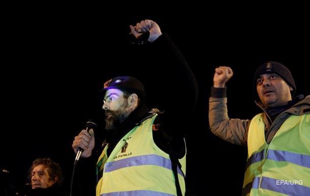 """""""Желтые жилеты"""" устроили погром в редакции французской газеты"""