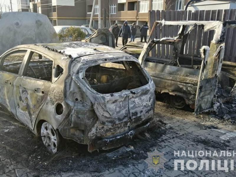 Под Киевом сожгли автомобиль журналиста, огонь перекинулся на припаркованную рядом машину