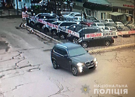 В Николаеве полиция задержала двух мужчин, которые с оружием напали на 23-летнего парня