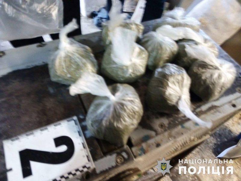 На Николаевщине у мужчины нашли 1,5 кг конопли – он убеждал, что это ему надо для подкормки пчел