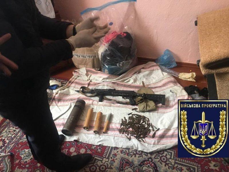 Военнослужащему, укравшему из воинской части в Николаеве три автомата, объявлено о подозрении