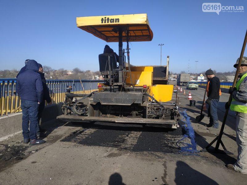 В Первомайске ремонтируют дорожное покрытие на мостах через Синюху