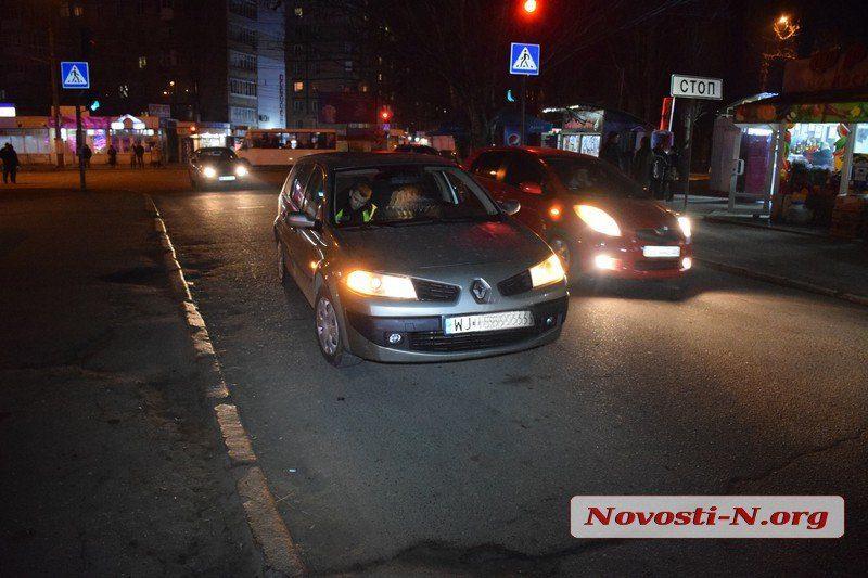 В Николаеве водитель «Рено» сбил школьника, неожиданно выбежавшего на дорогу