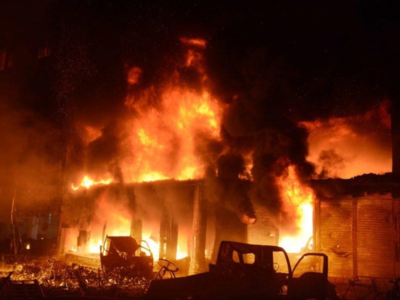 В столице Бангладеш вспыхнул масштабный пожар: десятки погибших