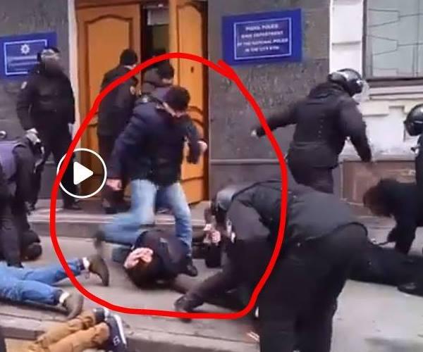 Новый скандал с украинской полицией «Ложись, Бандера!»: полицейские запустили флешмоб «Я – бандеровец»