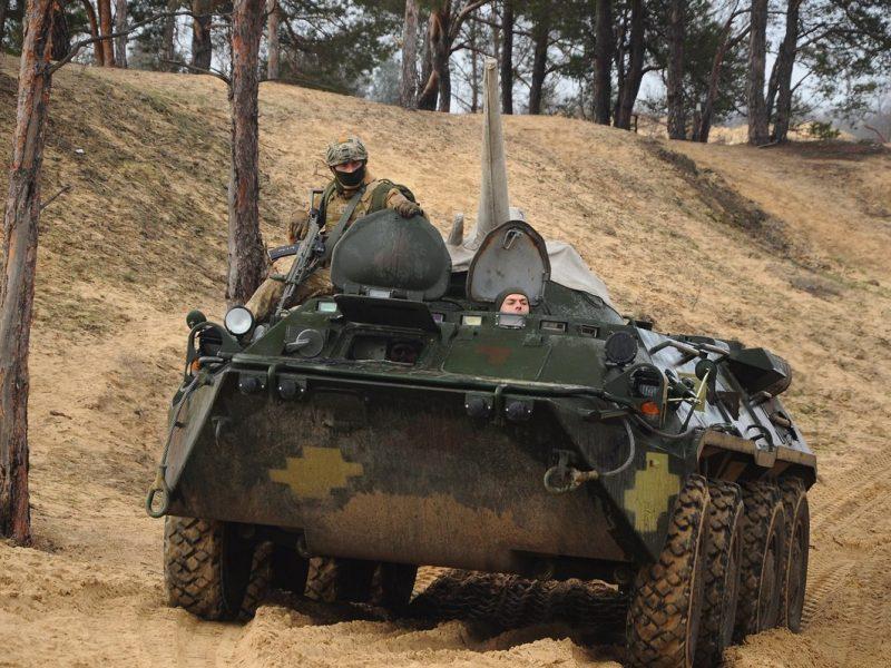Николаевские морпехи отработали сценарий наступательного боя на БТРах