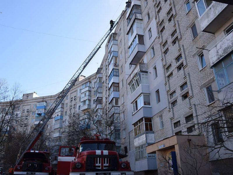 Обновлено. В Корабельном районе во время пожара в девятиэтажке пожарные спасли двух человек, еще 25 эвакуировали