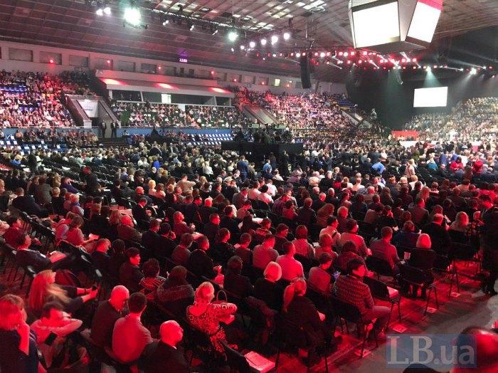 В Киеве проходит форум в поддержку Порошенко. Трансляция