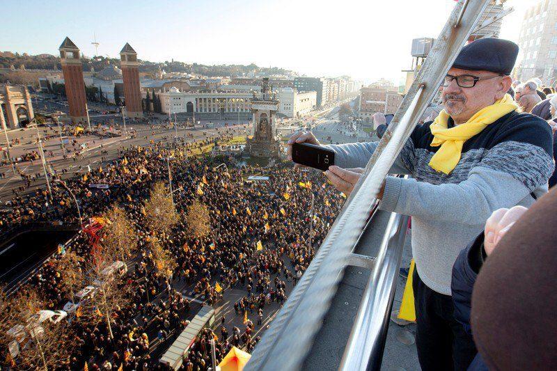 Около 200 тысяч сторонников независимости Каталонии прошли маршем в Барселоне
