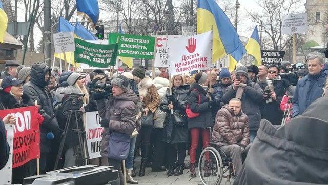 Полтысячи нотариусов протестуют возле Кабмина против Минюста