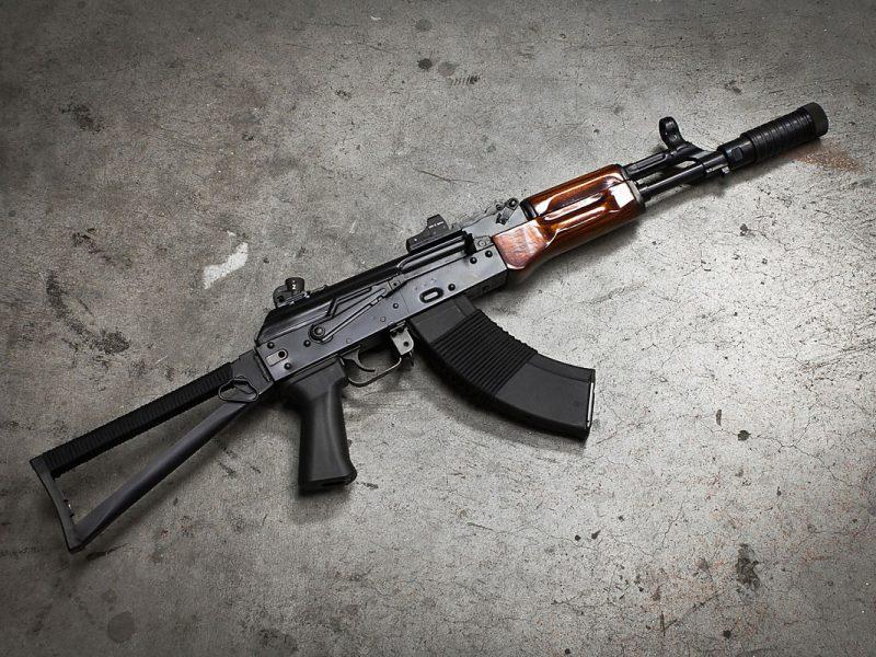 Теперь официально: по месту жительства военнослужащего из Николаева, подозреваемого в краже АК-74, нашли бронежилет, каски и военные аптечки