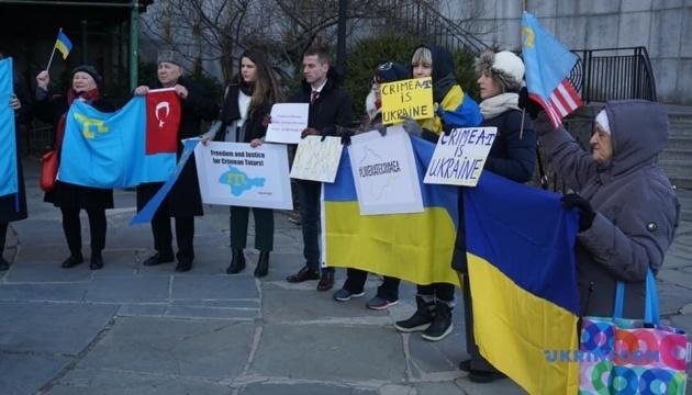 Путин, вон из Крыма: перед штаб-квартирой ООН провели митинг