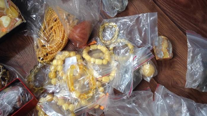 В Одесской области уроженец Восточной Азии организовал подпольный промышленный комплекс по обработке незаконно добытого янтаря