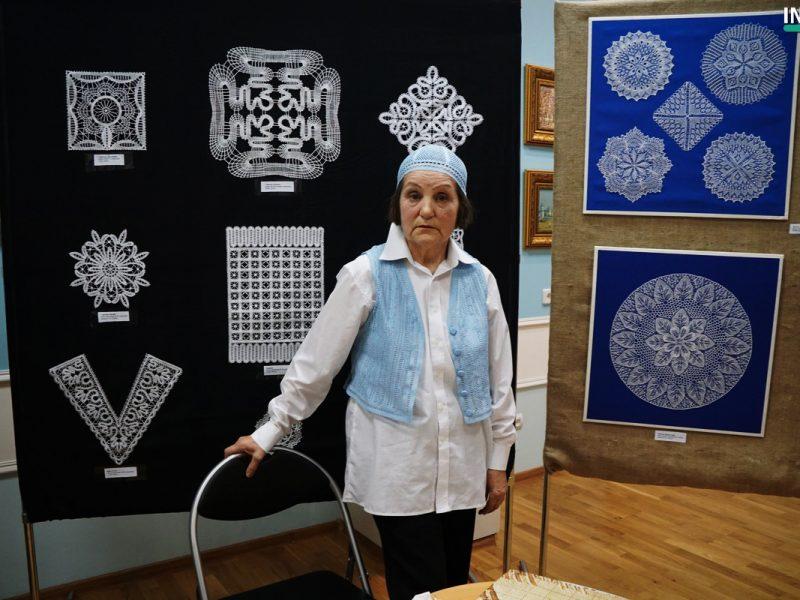 Прозрачное и невесомое. В Николаевском краеведческом музее открылась первая персональная выставка тонкого кружева Лидии Асриянц