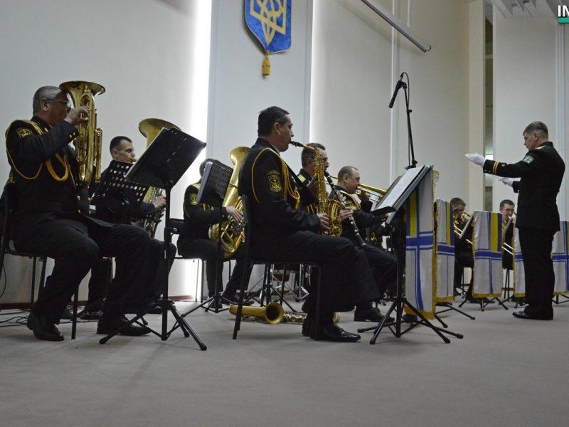 Героев Небесной Сотни в Николаеве чествовали патриотическим концертом «Армия с народом»