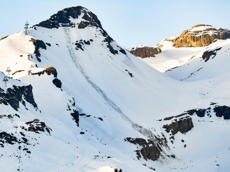 В Швейцарии при сходе лавины погиб французский лыжный патрульный
